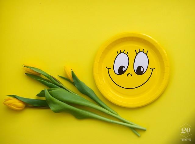 Smiling emoji happy.